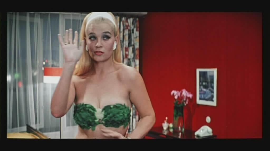 Блондинка из фильма бриллиантовая рука