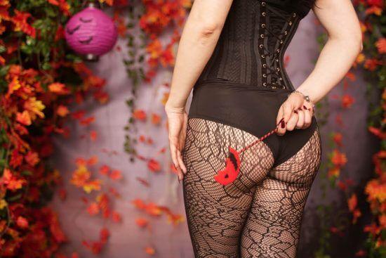 Страшная сила: 7 эффектных нарядов для Хеллоуина на основе белья