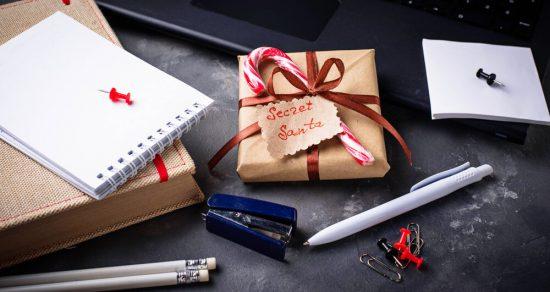 Тайный Санта в магазине белья: как поздравить коллег с Новым годом и не сглупить