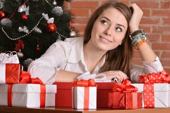 «Правило четырёх»:  подарки из магазина белья, которые оценит любая женщина